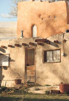 Vigas in an old adobe home; vigas often used in earthbag building also. New Mexico Style, Taos New Mexico, New Mexico Homes, New Mexico Usa, Southwest Art, Southwest Style, Southwestern Doors, Pueblo House, Arizona