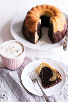 Dieser Marmorkuchen ist super saftig und schmeckt einfach himmlisch! Wie von Oma gebacken. Er hält sich bis zu einer Woche frisch und ist perfekt zum Kaffee
