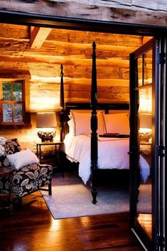 Here, you'll find 68 rustic bedroom ideas from vintage to modern. This list is sure to ease an itchy brain looking for something creative to do. Cabin In The Woods, Log Cabin Homes, Log Cabins, Log Cabin Bedrooms, Mountain Cabins, Cabins And Cottages, Cozy Cabin, Cabin Chic, Guest Cabin