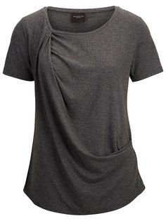 Selected Femme - Regular fit - 21% Viskose, 71% Polyester, 8% Elastan - Runder Kragen - Drapier-Effekt - Melange-Farbeffekt. Melange-Farbeffekt, drapierter Stoff und eine leichte Viskose-Qualität. Alles Werte für einen lebendigen Ausdruck dieses T-Shirts. Trage dazu eine Lederhose und Chelsea-Boots.   71% Polyester, 21% Viskose, 8% Elasthan...
