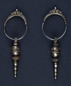 Indonesia | Silver earrings from the Karo Batak people | ca. 1st half of the 20th century | 880€