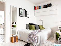 tavelvägg,allrum,sänglampa,sovrum,fotovägg