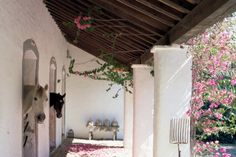 Stable Style: Stall Doors and Windows Horses in their stalls, Spanish styling - Art Of Equitation Dream Stables, Dream Barn, Horse Stables, Horse Farms, Barn Stalls, Horse Ranch, Horse Property, Spanish Style, Spanish Colonial