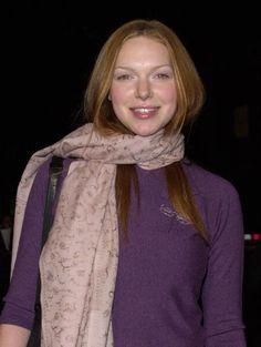Laura Prepon, scarf
