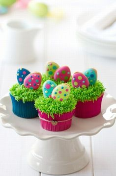Easter cupcakes by RuthBlack. Cupcakes decorated with mini Easter cookies Ostern Cupcakes von RuthBlack. Spring Cupcakes, Easter Cupcakes, Easter Cookies, Easter Treats, Bunny Cupcakes, Easter Cupcake Decorations, Easter Cake Pops, Cupcake Ideas, Cupcake Recipes