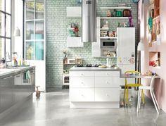 FAKTUM Einbauküche. Mit ABSTRAKT Front In Hochglanz Weiß Und Grau. Ohne  Elektrogeräte Und Wandregale