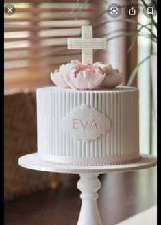 Christening Cake Girls, Baby Girl Baptism, Girl Baptism Cakes, Simple Baptism Cake, Comunion Cakes, Decors Pate A Sucre, First Holy Communion Cake, Religious Cakes, Confirmation Cakes