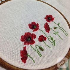 Crewel Embroidery, Modern Cross Stitch, Cross Stitch Flowers, Cross Stitching, Poppies, Diy And Crafts, Crochet, Mavis, Vintage