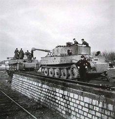 2 Tiger I Ausf. E during loading on trains. Mg 34, Tiger Ii, World Of Tanks, Ferdinand Porsche, Rail Wars, Afrika Corps, Railway Gun, Tank Armor, Tiger Tank