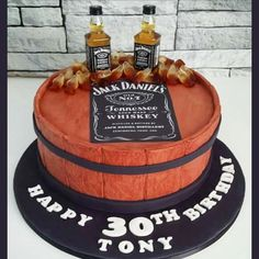 Cool Things To Make With Empty Jack Daniel's Whiskey Bottles – I love all these ideas for upcycling empty Jack Daniels bottles and turning those empty whiskey bottles into useful … Jack Daniels Cake, Jack Daniels Birthday, Jack Daniels Bottle, 30th Birthday Cakes For Men, Diy Birthday, Whiskey Bottle Crafts, Whiskey Cake, Microwave Fudge, Bottle Cake