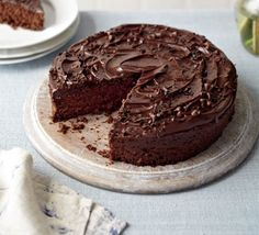 Edwina Hanslo's delicious and super quick chocolate cake with a creamy ganache is the perfect choice for busy mums!