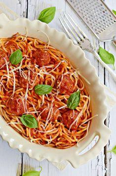 Spagettirajongóknak és mindenkinek... Pasta Recipes, Dinner Recipes, My Favorite Food, Favorite Recipes, Spaghetti And Meatballs, Superfoods, Japchae, Italian Recipes, Spagetti