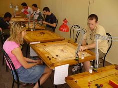 Carrom: è un antichissimo gioco orientale di abilità e strategia simile al biliardo. Si gioca su tavoli di legno decorati di circa un metro per lato. Lo scopo del gioco è quello di imbucare tutte le proprie pedine colpendole con lo strider, un'apposita pedina neutra. Ciascun giocatore ha a disposizione 9 pedine più una pedina rossa e la padana batterete.