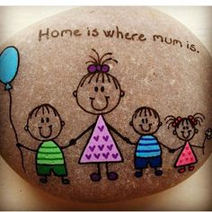 47 Creative DIY Painted Rock Ideas for Your Home Decoration Pebble Painting, Pebble Art, Stone Painting, Diy Painting, Family Painting, Stone Crafts, Rock Crafts, Diy And Crafts, Arts And Crafts