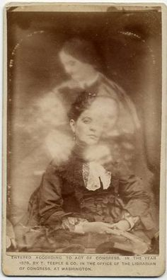 """margaret gunning's house of dreams: """"I see dead people"""": Victorian post-mortem photography Ghost Photography, Spirit Photography, Post Mortem Photography, Vintage Photographs, Vintage Photos, Dark Side, Photo Halloween, Creepy Halloween, Victorian Photography"""