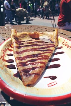 Addicted to chocolate? Here are 10 foods every chocolate lover must at during their visit to Walt Disney World. Your tastebuds will thank you!