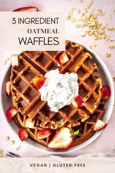 Banana Waffles Vegan, Oatmeal Waffles, Healthy Waffles, Gluten Free Waffles, Vegan Dessert Recipes, Vegan Breakfast Recipes, Delicious Vegan Recipes, Ww Recipes, Yummy Food
