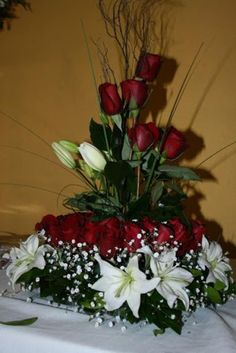 1000 images about pa 39 arte floral on pinterest mesas - Decoracion de jarrones con flores artificiales ...