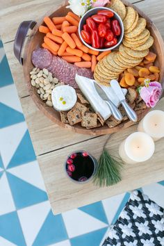 Outdoor entertaining during winter is no problem! Check out these ideas for staying cozy and comfortable outdoors when you're entertaining.
