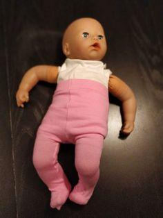 DIY: sy strømpebukser til dukker - Åndehuller Baby Born, Doll Patterns, Diy Clothes, Diy And Crafts, Barn, Dolls, Sewing, Kids, Outfits