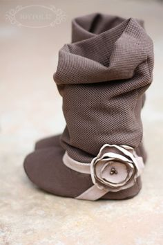 oh my cuteness! Slouchy soft baby boots @Alison Dreher -- Miss Ella needs a pair like these!!