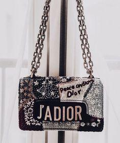 Gelistet in Best of Prada Handtaschen .- Listed in Best of Prada Handbags Luxury Purses, Luxury Bags, Luxury Handbags, Designer Handbags, Black Designer Bags, Designer Crossbody Bags, Prada Handbags, Purses And Handbags, Cheap Handbags