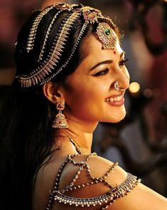 Amazingly Beautiful Bridal Baajubandhs For The D-Day! Most Beautiful Indian Actress, Beautiful Actresses, Prabhas And Anushka, Facial For Dry Skin, Anushka Photos, Daily Beauty Routine, Actress Anushka, Indian Beauty Saree, Best Face Products