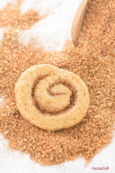 Zimtschnecken-Kekse - ein ganz außergewöhnliches Rezept Scandinavian Food, Chocolate Chip Muffins, Onion Rings, Cake Cookies, No Bake Cake, Biscotti, Macarons, Christmas Cookies, Hummus