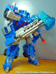 Ultra Magnus has yet to make his appearance in the Transformers Prime cartoon, but rumor has it that he will be the Hammer Swinging Leader of the notorious Wreckers - a group of Autobots that take things to the extreme