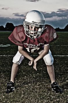 Sports portrait ideas football team pictures, youth football и football pos Football Team Pictures, Football Poses, Senior Pictures Sports, Team Photos, Sports Photos, Senior Photos, Little League Football, Football Cheer, Youth Football