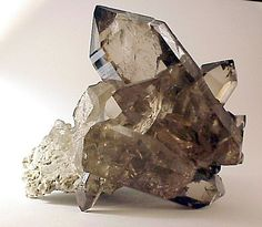 Smokey Quartz: this is a hyper-efficient grounding stone that blocks against geopathic stress and protects against negative energy; also aids in relieving fear and depression while promoting a sense of inner peace; great for meditation #perspicacityparty #magicgeodes #magicstones #stones #crystals #gems #smokeyquartz #quartz