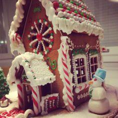 Tämän vuoden taloon hain inspiraatiota Hannu ja Kerttu-sadusta ja joulun väreistä.  -Ella -- Piparkakkutalo, Joulu, Gingerbread house, Christmas