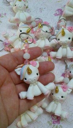 I can make these for party favors Cute Polymer Clay, Fimo Clay, Polymer Clay Projects, Polymer Clay Charms, Clay Crafts, Diy And Crafts, Unicorn Birthday Parties, Unicorn Party, Unicorn Doll