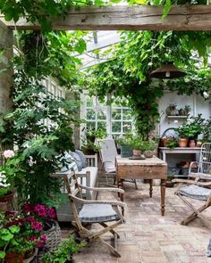 Get inspired ideas for your greenhouse. Build a cold-frame greenhouse. A cold-frame greenhouse is small but effective. Outdoor Rooms, Outdoor Living, Outdoor Decor, Garden Cottage, Home And Garden, Garden Living, Indoor Garden, Outdoor Gardens, Garden Spaces