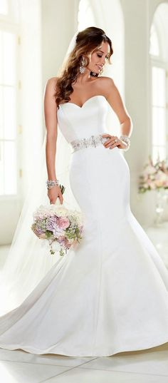 Awesome 92 Simple but Unique Mermaid Wedding Dress Ideas. More at http://aksahinjewelry.com/2017/09/09/92-simple-unique-mermaid-wedding-dress-ideas/
