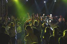 Premiere feierten wir gestern in Pollham, durften wir doch zum ersten Mal am legendären Hitnfest für Stimmung sorgen – und wir waren sofort begeistert! Schon zu Beginn eine prall mit Partygästen gefüllte Location, was will man mehr? http://www.flash-music.at/2015/08/rueckblick-hitnfest-pollham-2015.html #auftritt #partyband #top40band