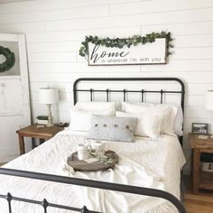 magnolia homes joanna gaines 4 Rustic Master Bedroom Decor Farmhouse Style Joanna Gaines 97 - Farmhouse Style Bedrooms, Farmhouse Bedroom Decor, Farmhouse Interior, Home Decor Bedroom, Bedroom Apartment, Bedroom Furniture, Warm Bedroom, Farmhouse Ideas, Farmhouse Chic