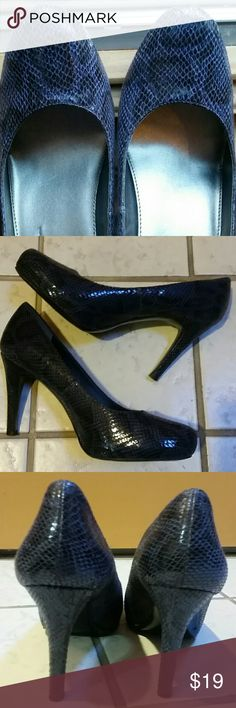 Navy/Black Embossed Pumps Georgeous and versatile snakeskin embossed (NOT REAL SNAKESKIN) 4 inch heels with rounded toe box. EUC Pretty blue and black print Bandolino Shoes Heels
