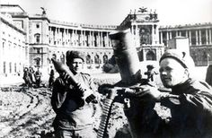 Vienna, Ww2, Che Guevara, History, Concert, Vintage, Military Weapons, Red Army, Battle