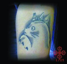totoro ,ghibli ,Tatoueuse spécialisée en dessins personnalisés . Tattoos noir et blanc ,couleur,neo trad ,neotraditionnel ,dot work ,skull ,,la vérité est ailleurs bordeaux ,salon de tatouage à bordeaux centre ,tatouage bordeaux ,bordeaux tattoo,tattoo ,tatouage
