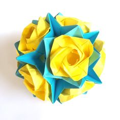 Golden Evi roses kusudama (origami ball) - 14 cm by PrwOrigami on Etsy https://www.etsy.com/listing/216033862/golden-evi-roses-kusudama-origami-ball