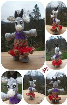 Chèvre grise, aux cornes marron, et sa robe bohème : Jeux, jouets par creations-de-la-salamandr