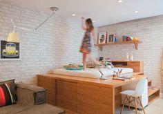 Quarto com luminária direcional Corner Desk, Sweet Home, Interior Design, Bedroom, Furniture, Home Decor, Small Homes, Kids Rooms, Designs