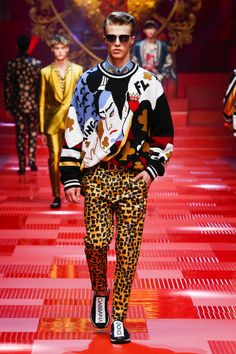 Discover videos and pictures of dolce & gabbana summer 2018 menswear Men Fashion Show, Mens Fashion Suits, Pop Fashion, Fashion Outfits, Fashion Trends, Bohemian Style Men, Star Clothing, Dolce And Gabbana Man, Moda Masculina
