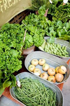Style: Galvanized Tin Tubs wash tubs for farmers market tablewash tubs for farmers market table Farmers Market Display, Market Displays, Market Table, Farmers Market Recipes, Fresh Vegetables, Fruits And Veggies, Vegetable Stand, Fruit Stands, Farm Shop