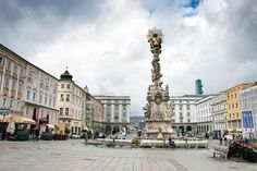 Linz Kolumna Morowa  #linz #austria #wycieczka #wycieczkadoaustrii #polkawaustrii #polishblogger #austrianblogger #polininösterreich Austria, Louvre, Street View, Building, Travel, Instagram, Linz, Viajes, Buildings
