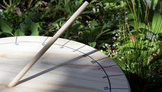 wetterbeständige Materialien für die Sonnenuhr im Garten verwenden