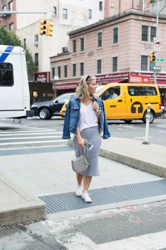 The Perfect Knitted Skirt for a Casual Day in NYC Nyfw Street Style, Street Style Looks, Europe Street, Chloe Drew Bag, Knitted Skirt, Cute Heels, Casual Skirts, Personal Style, Cool Style