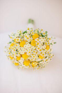 Gelbes und weißes Hochzeit-Bouquet mit wilden Blumen. Einfach schlicht und doch sooooo ... schön!