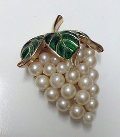 A051-Signed-Crown-Trifari-Grape-Cluster-Faux-Pearl-Green-Enamel-Brooch-Pin-Vtg
